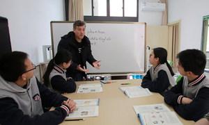 老师在小教室开展分层教学、个性化辅导